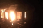 Cháy chợ lúc nửa đêm, hàng chục ki ốt bị thiêu rụi