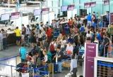 Người nhà không còn được vào khu vực làm thủ tục tại sân bay Nội Bài
