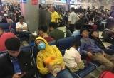 Sân bay Tân Sơn Nhất đông nghìn nghịt