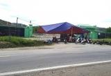 Người dân lại dựng rạp chặn cổng, phản đối nhà máy xử lý rác thải