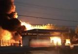 Cây xăng bốc cháy dữ dội trong lúc chờ tiếp nhiên liệu từ xe bồn