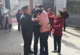 Cuộc hội ngộ chan đầy nước mắt của đứa trẻ bị bắt cóc 21 năm