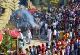 Hàng ngàn người đến chùa vãn cảnh, du xuân tại Đà Nẵng