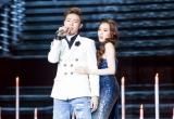 """Hoa hậu Hoàng Kim đẹp không góc chết """"mê hoặc"""" Erik trên sân khấu Cặp đôi hoàn hảo"""
