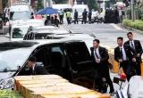 Clip vệ sĩ áo đen Triều Tiên 'một bước không rời' ông Kim Jong-un tại Singapore