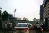 Hà Nội: Clip hai tài xế Taxi Group choảng nhau giữa phố