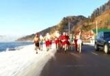 Clip: Người dân Nga mặc bikini chạy bộ chào đón năm mới