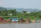 Tuyên Quang: 'Hô biến' hàng chục mét khối cát trong vụ bắt 'tàu lạ' khai thác trái phép