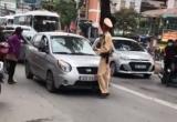 """Hà Nội: Tạm giữ xe ô tô của người phụ nữ nói """"đã bảo bận, lúc khác quay lại"""""""