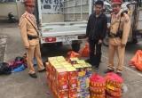 Hà Nội: Bắt quả tang xe tải vận chuyển 57 hộp pháo