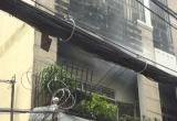TP HCM: Giải cứu người đàn ông mắc kẹt trong căn nhà bốc cháy