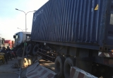 Bình Dương: Xe container mất lái, tông hàng loạt dải phân cách