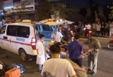 Xe máy chạy ngược chiều lao đầu vào ô tô, một thanh niên bị thương nặng