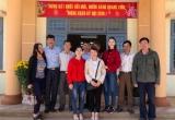 Hà Thu trao 150 phần quà cho bà con nghèo ở quê hương Đắk Lắk