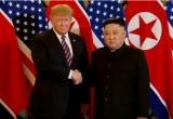 Video: Tổng thống Mỹ Trump và Chủ tịch Kim bắt tay, tươi cười