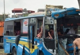 Xe khách đâm vào chân cầu trên quốc lộ 5, 11 hành khách bị thương