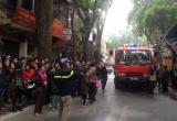 Hà Nội: Khống chế thành công đám cháy cửa hàng nội thất trên đường Đê La Thành
