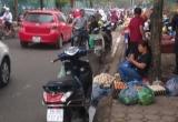 Dịch Vọng Hậu (Cầu Giấy): Không có chuyện bảo kê ở chợ tạm trên phố Trần Quốc Vượng