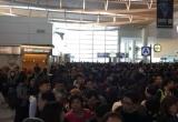 Thời tiết xấu, hàng ngàn người mắc kẹt tại sân bay Nhật trước đêm Giáng sinh