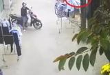 [Clip]: Hai thanh niên đi xe SH và hành động trộm đồ... bất ngờ