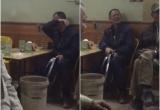 Clip: Cụ ông khóc nức nở sau khi U23 Việt Nam thua trận chung kết, chọc vui thế nào cũng không chịu nín
