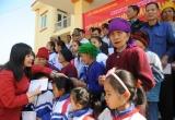 Văn Phú - Invest đưa xuân về với bà con nghèo vùng sâu