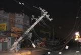 Nghi vấn xe container kéo đổ cột điện làm mất điện kéo dài