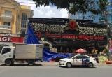 Sập giàn khung nhà hàng Q-mama BBQ, 2 người chui ra từ đống đổ nát