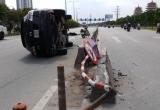 TP HCM: Bị xe buýt lấn làn, Mazda CX9 tông dải phân cách lật nhào giữa đường