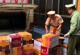 Quảng Ninh: Phát hiện xe khách chở hàng chục thùng rượu lậu