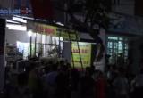 Bình Dương: Cả khu phố náo loạn vì người đàn ông cầm dao trèo lên cây cố thủ
