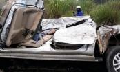Tài xế trọng thương kẹt cứng trong chiếc xe bán tải biến dạng sau cú va chạm kinh hoàng