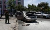 Lực lượng CSGT hỗ trợ dập lửa chiếc xe ô tô bốc cháy