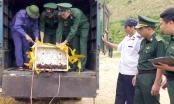 Lào Cai: Tiêu hủy hơn 1 tấn chân gà và tôm không rõ nguồn gốc