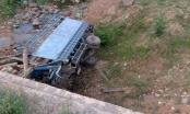 Hà Tĩnh: Lật xe tải 2 người tử vong