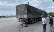 Nghệ An: Bị xe tải cuốn vào gầm hai mẹ con chết thảm