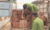 Truy tìm tài xế xe tải chở gỗ lậu, tông vào công an