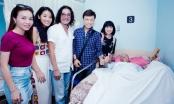 """Các nghệ sĩ vào thăm và trao tặng 500 triệu đồng cho nghệ sĩ saxophone Xuân Hiếu sau đêm nhạc """"Vì yêu"""""""