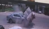 Clip xe bán tải tông xe tải bay vào lề đường, tài xế tử vong tại chỗ