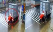 Clip: Người điều khiển xe đạp điện đứng im khi xe tải đang lùi va chạm với mình
