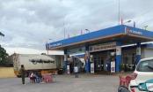 Nóng: Đối tượng bịt kín mặt vào cửa hàng xăng dầu đâm chết nữ nhân viên cây xăng tại Nghệ An