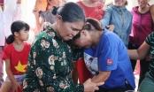 Xúc động giây phút người phụ nữ trở về đoàn tụ với gia đình sau hơn 2 thâp kỷ bị bán sang Trung Quốc