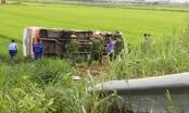 Nghệ An: Lật xe buýt 1 người chết, 3 người nhập viện cấp cứu