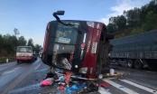 Nghệ An: Xe khách lật ngược trên quốc lộ 1A, hàng chục hành khách hoảng loạn