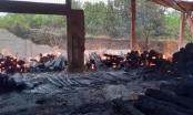 Bà chủ ngất xỉu tại chỗ khi nhìn kho gỗ quý trị giá hàng tỷ đồng cháy thành than