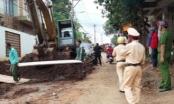 Trung tá công an bị xe ủi tông tử vong khi đang kiểm tra đường ống nước