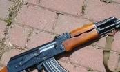 Bắt 2 đối tượng dùng súng AK dọa bắn tài xế taxi cướp tài sản