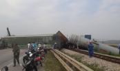 Va chạm với xe tải, 4 toa tàu lật khỏi đường ray