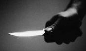 Mang dao đi giải cứu bạn, một người bị đâm chết