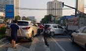 Tài xế xe Lexus gây tai nạn liên hoàn tại ngã tư, nhiều người hoảng loạn